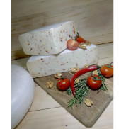 Сыр из козьего молока полутвердый с томатами, Лагідна козочка, 200г