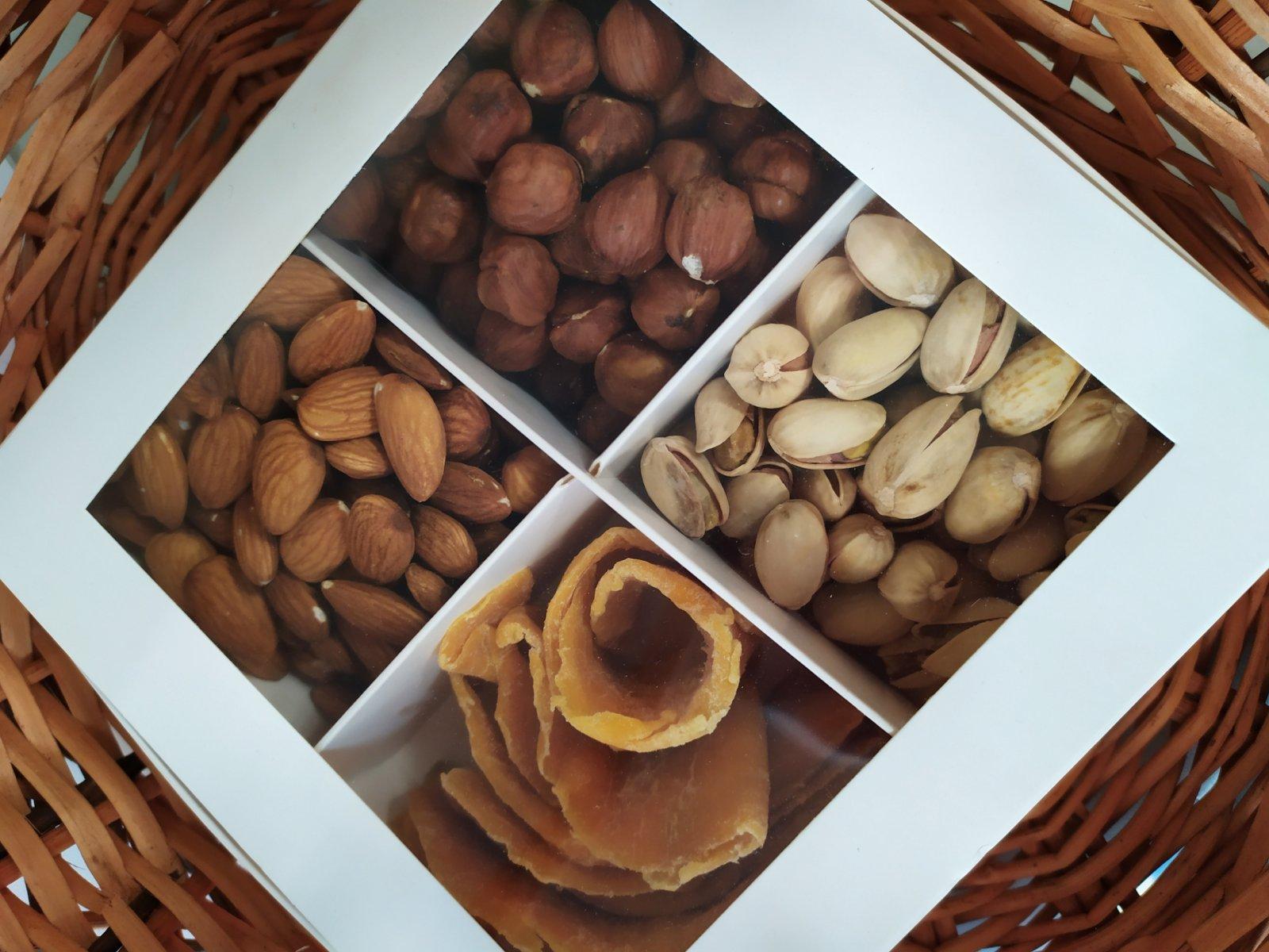 Подарочный набор орехов с манго 500г